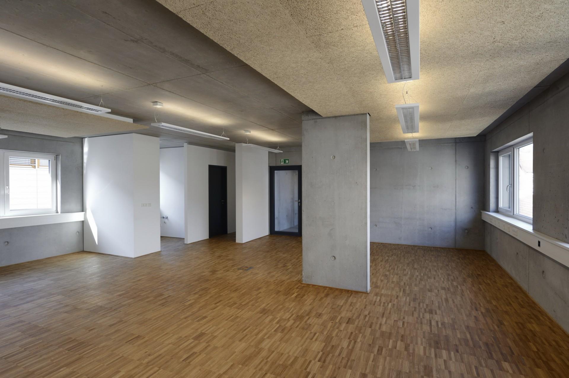 https://www.jentz-bau.de/media/pages/projekte/kmu-loft-wohn-geschaeftshaus/2725454153-1605622388/dhs_kfurt_033.jpg