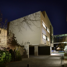 https://www.jentz-bau.de/media/pages/projekte/kmu-loft-wohn-geschaeftshaus/4051995709-1605622389/dhs_kfurt_137.jpg