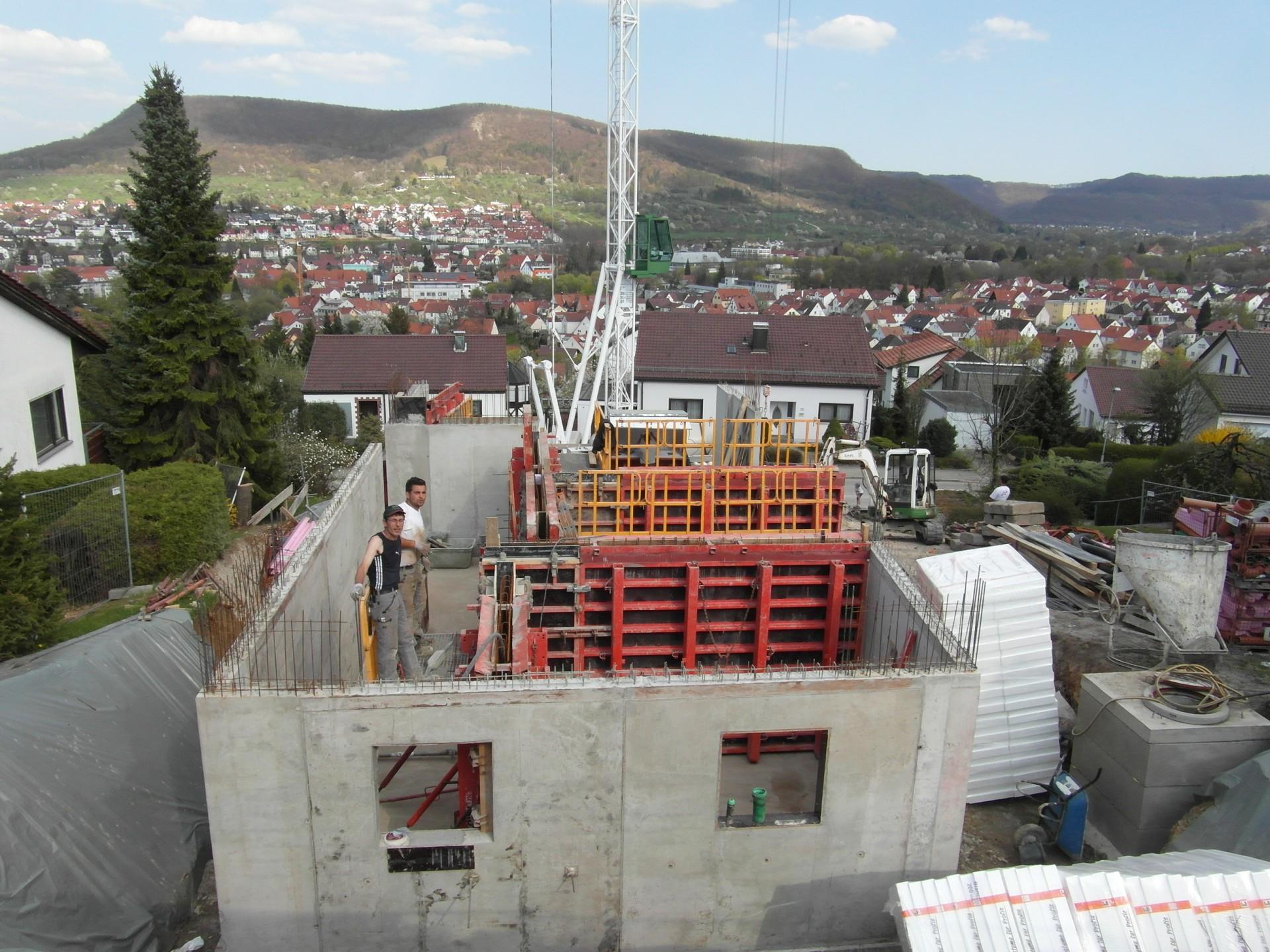 https://www.jentz-bau.de/media/pages/projekte/wohnhaus-lindenstrauss/1112027406-1605622306/bildba263_12726.jpg